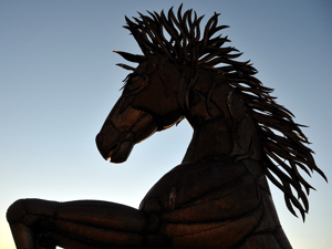 Horse sculpture by Bennie Duran